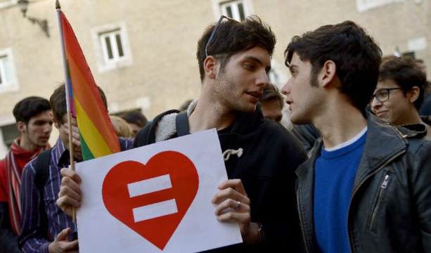 Italian MPs pass same-sex civil union bill