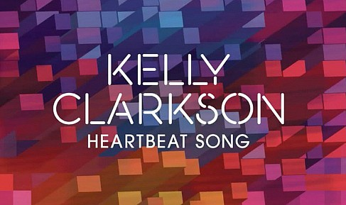 In the new video Kelly Clarkson - same-sex couple engagement